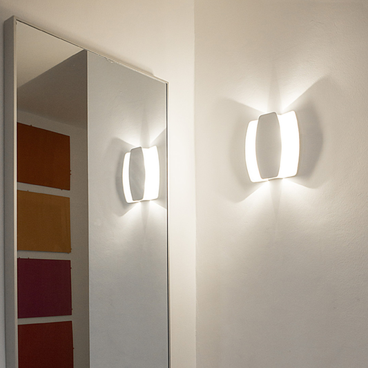 applique papillon blanche source de lumiere indirect douce et intensse. Black Bedroom Furniture Sets. Home Design Ideas