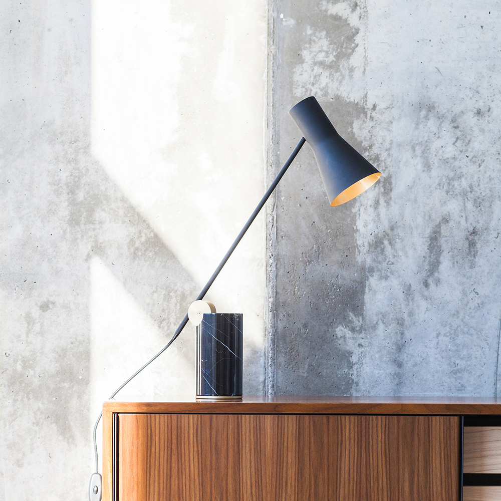 Lampe Conçue La À Poser Lutz Cercle Du Allie Thématique Sur IDeW9E2YH